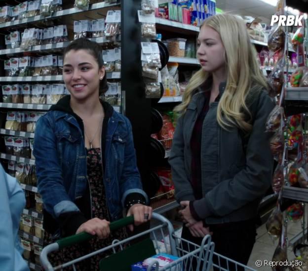 """Lily (Nicole Munoz) é a filha perdida de Malévola (Kristin Bauer) em """"Once Upon a Time"""""""