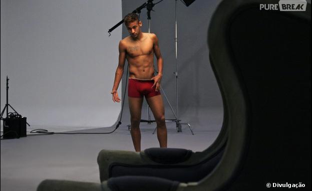 Neymar só de cueca?! Sim! O astro dos gramados tirou a roupa e ficou só de cuequinha para participar de um ensaio fotográfico
