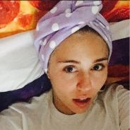 Miley Cyrus causa polêmica e publica foto nua fumando cigarro suspeito em banheira!