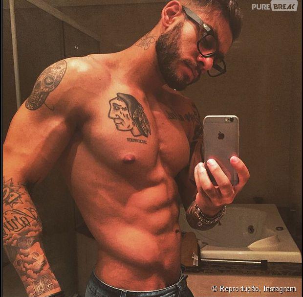 e1db5686b Lucas Lucco malha durante a madrugada sem camisa e registra o momento no  Instagram!