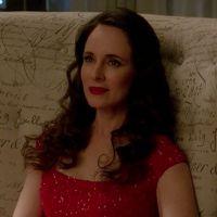 """Em """"Revenge"""": na 4ª temporada, Victoria coloca fogo na mansão Grayson e se tranca lá dentro!"""