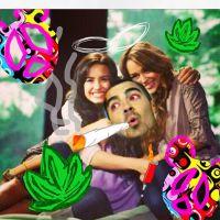 """Demi Lovato, Miley Cyrus e mais: no """"Dia da Maconha"""", veja famosos que já se envolveram com a erva!"""