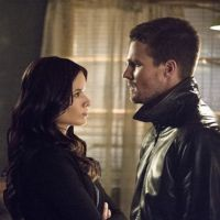 """Em """"Arrow"""": na 3ª temporada, Oliver (Stephen Amell) vai ter que casar com Nyssa!"""