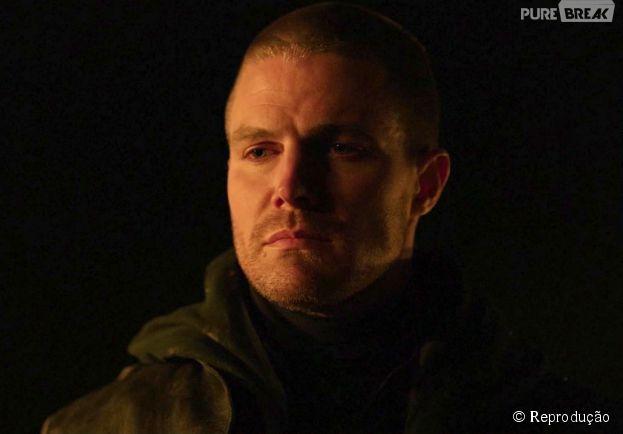 """Em """"Arrow"""", Oliver (Stephen Amell) estava fingindo que apoiava Ra's Al Ghul (Matt Noble) o tempo todo"""