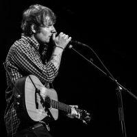 No show de Ed Sheeran, pedido de casamento comove os fãs do cantor. Veja o vídeo