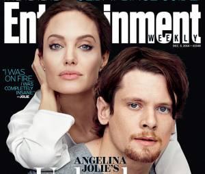 "Angelina Jolie e Jack O'Connell, astro de ""Invencível"", posam para capa de Entertainment Weekly"