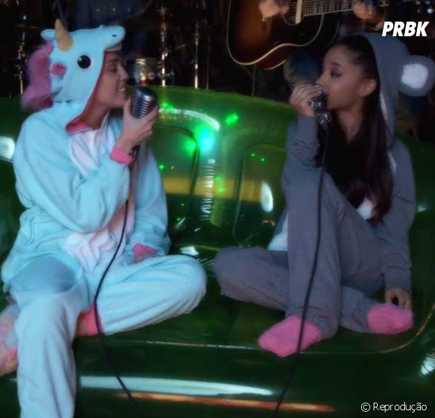 "Ariana Grande e Miley Cyrus cantam o hit ""Don't Dream it's Over"" para promover a Happy Hippie Foundation"