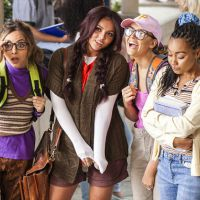 "Little Mix mostra primeiras fotos do clipe de ""Black Magic"", inspirado no filme ""Jovens Bruxas""!"