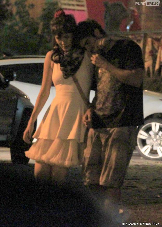 Caio Castro e Maria Casadevall continuam negando o namoro e são flagrados juntos, na noite de 8 de dezembro