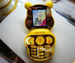Muito fofo esse smartphone da Disney com o mesmo formato do corpo doUrsinho Pooh