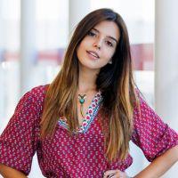 """Giovanna Lancellotti em """"A Regra do Jogo"""": atriz aparece com novo visual hippie para papel!"""