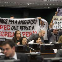 Redução da maioridade penal é aprovada no Brasil após deputados mudarem de ideia