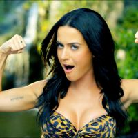 """Katy Perry deixa Taylor Swift comendo poeira e emplaca seu segundo bilhão no VEVO com """"Roar"""""""