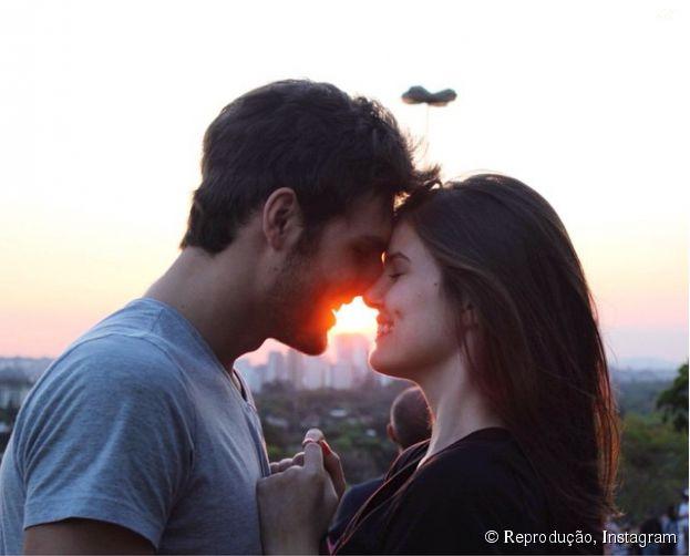 Camila Queiroz e o namorado, Lucas Cattani, e as fotos mais fofas do casal!