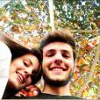 """Camila Queiroz, de """"Verdades Secretas"""", aparece ao lado do namorado, Lucas Cattani"""