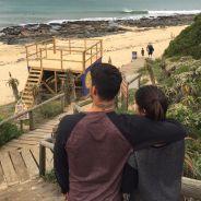 Gabriel Medina publica foto em clima de romance com a namorada Tayna Hanada e fãs elogiam a dupla!
