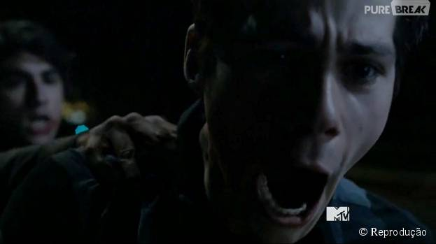 "Em ""Teen Wolf"", Stiles (Dylan O'Brien) foi surpreendido e terminou em apuros!"