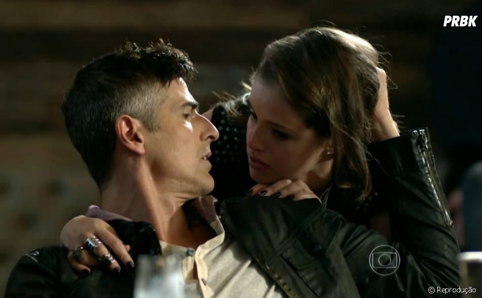 """Anthony (Reynaldo Gianecchini) ajuda Giovanna (Agatha Moreira) a chantagear Alex (Rodrigo Lombardi) em """"Verdades Secretas"""""""