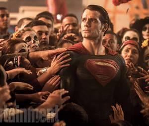 """Henry Cavill vai dar as caras em """"Batman V Superman: A Origem da Justiça"""", na pele do Superman"""