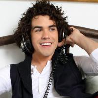 """Sam Alves, do """"The Voice Brasil"""", conta como foi cantar para Shakira e Adam Levine"""