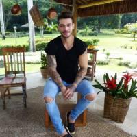 """Lucas Lucco grava """"Estrelas"""" e revela detalhes de sua dieta: """"Nada de gordura, sal ou açúcar!"""""""