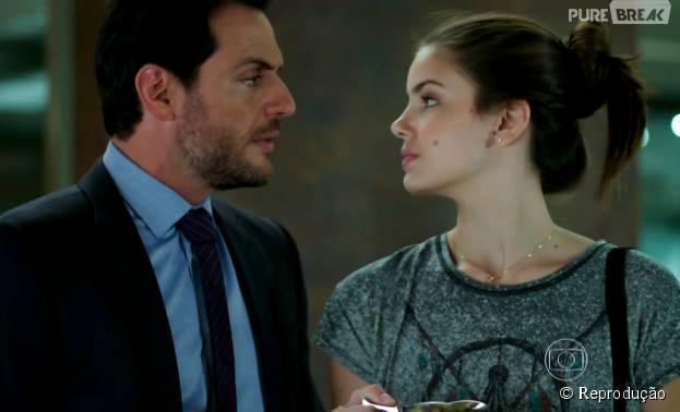 """Em """"Verdades Secretas"""", Angel (Camila Queiroz) e Alex (Rodrigo Lombardi) se tornam amantes e conversam"""