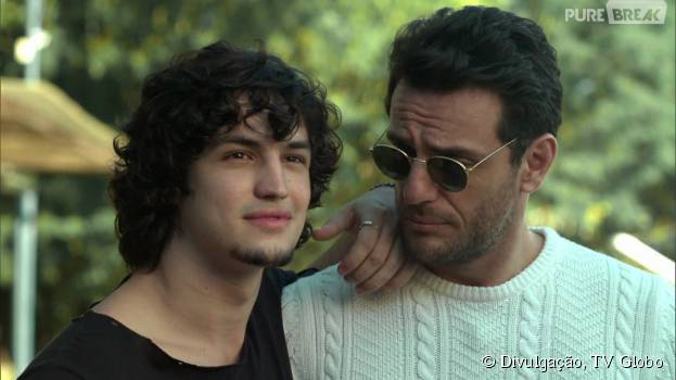 """Alex (Rodrigo Lombardi) e Guilherme (Gabriel Leone) discutem feio por causa de Angel (Camila Queiroz) em """"Verdades Secretas"""""""