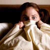 Quarto escuro, filmes de terror e baratas voadoras: 15 medos que todo mundo já sentiu na vida!