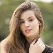 """Camila Queiroz, a Angel de """"Verdades Secretas"""", confessa mania de infância: """"Eu roo unha!"""""""