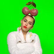 Miley Cyrus, anfitriã do VMA 2015, faz pose provocante na capa de setembro da revista Elle UK