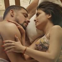 """Novela """"A Regra do Jogo"""": Juliano (Cauã Reymond) e Tóia têm noite quente após briga feia!"""