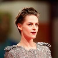 """Kristen Stewart revela que até o diretor Woody Allen reparou na sua """"cara de sono"""". Que zoeiro!"""