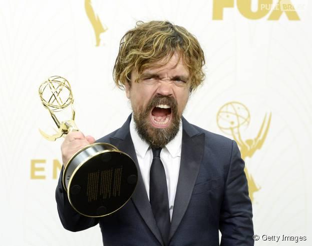 """Peter Dinklage, de """"Game of Thrones"""", levou o prêmio de Melhor Ator Coadjuvante no Emmy Awards 2015"""