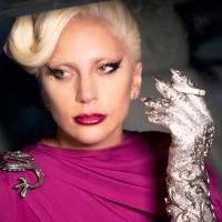 """Em """"American Horror Story: Hotel"""": Elizabeth (Lady Gaga) transa, mata e sequestra logo na estreia!"""