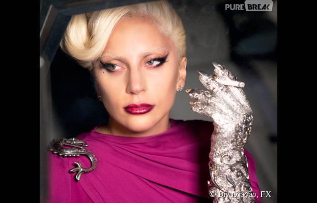 "Em ""American Horror Story: Hotel"", Lady Gaga (Condessa Elizabeth)usa sua terrível luva prateada!"