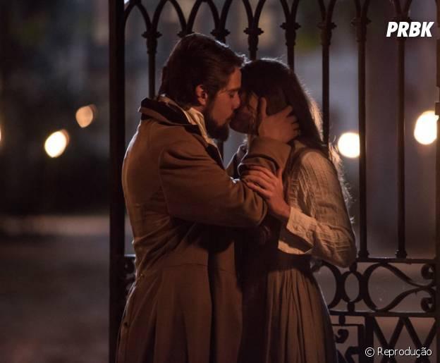 """Novela """"Além do Tempo"""": Felipe (Rafael Cardoso) e Lívia (Alinne Moraes) se reencontram no futuro e o amor é imediato!"""