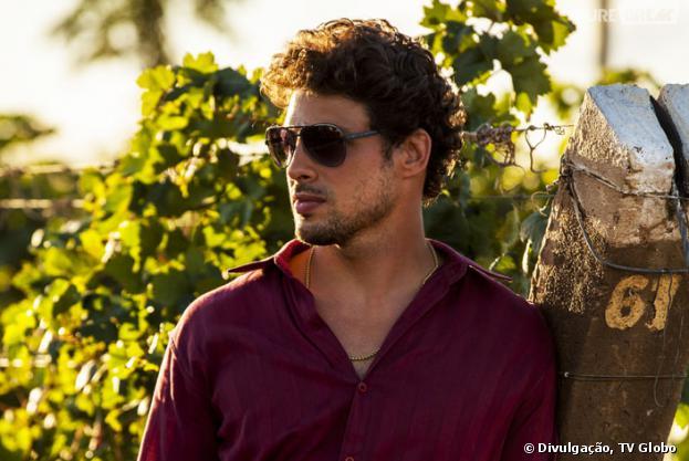 """Cauã Reymond como o sedutor Leandro é um dos motivos para você assistir """"Amores Roubados""""!"""