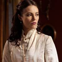 """Novela """"Além do Tempo"""": Melissa (Paolla Oliveira) conta a Vitória que Lívia é sua neta!"""