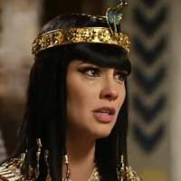 "Novela ""Os Dez Mandamentos"": Ramsés bate em Nefertari após ouvir revelação sobre Moisés!"