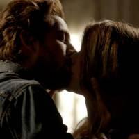 """Novela """"Além do Tempo"""": Lívia (Alinne Moraes) e Felipe (Rafael Cardoso) se beijam na nova fase!"""