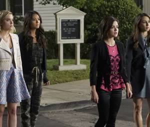 "Lucy Hale arrasa como a Aria, de ""Pretty Little Liars"""