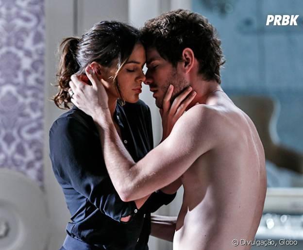 """Em """"I Love Paraisópolis"""", Mari (Bruna Marquezine) e Ben (Maurício Destri) não conseguiam ficar longe um do outro"""