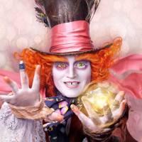 """De """"Alice Através do Espelho"""": Chapeleiro Maluco, Rainha Branca e mais personagens em novos cartazes"""