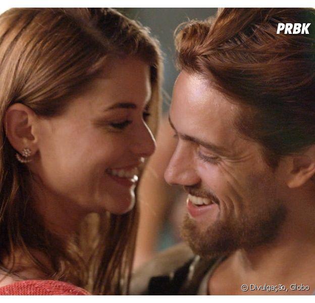 """Em """"Além do Tempo"""", Lívia (Alinne Moraes) e Felipe (Rafael Cardoso) revelam que sentem saudades um do outro!"""