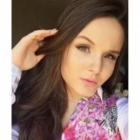 """Larissa Manoela, de """"Cúmplices de um Resgate"""", desmente boatos de gravidez em postagem no Instagram!"""