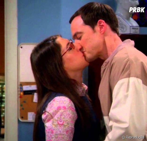 """Em """"The Big Bang Theory"""": Amy (Mayim Bialik) e Sheldon (Jim Parson) finalmente transam pela primeira vez!"""