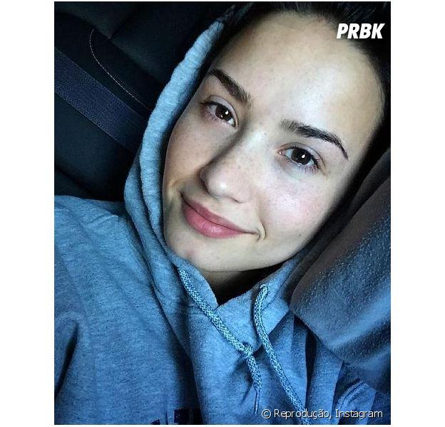 Demi Lovato publica foto sem maquiagem e recebe vários elogios