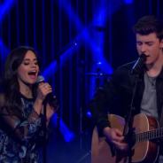 """Camila Cabello, do Fifth Harmony, e Shawn Mendes cantam """"I Know What You Did Last Summer"""" na TV!"""