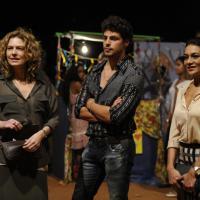 """Em """"Amores Roubados"""": Antônia se desespera ao descobrir caso de Isabel e Leandro!"""