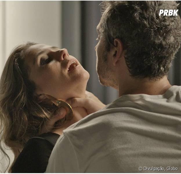 """Em """"A Regra do Jogo"""", Atena (Giovanna Antonelli) tira Romero (Alexandre Nero) do sério e ex-vereador quase mata a bandida!"""